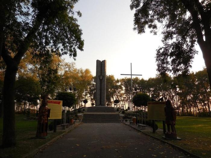 Pomnik upamiętniający bitwę pod Płowcami